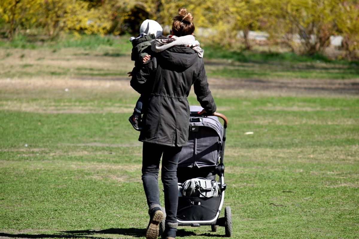 vauva, lapsuuden, hyvällä säällä, äiti, emolevy, pysäköidä, kävely, ruoho, urheilu, vapaa-ajan