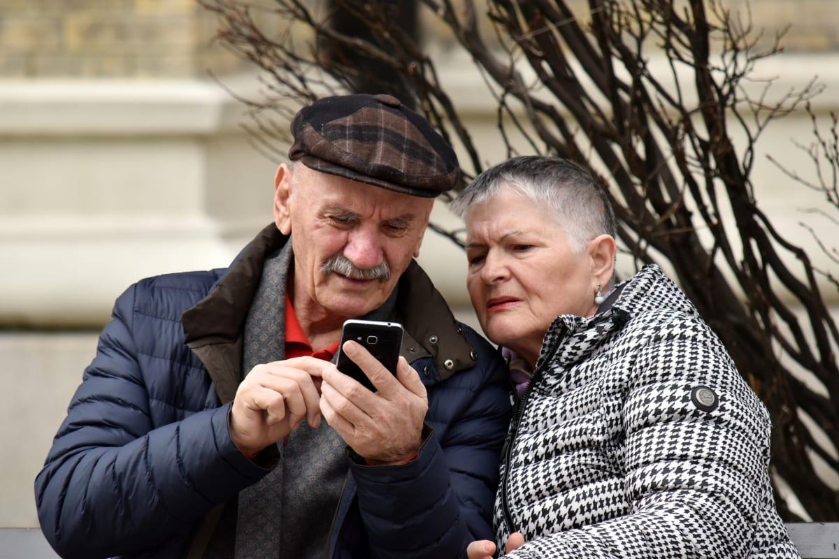 ältere Menschen, Familie, Internet, Mann, Mobiltelefon, Telekommunikations, Zweisamkeit, Frau, paar, glücklich