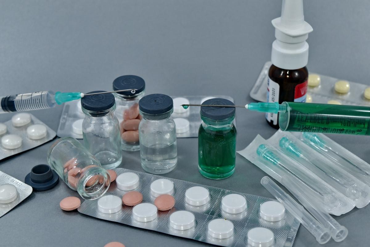 koronavirus, COVID-19, lék, lékařská péče, prášky, SARS-CoV-2, očkování, farmakologie, lékařství, zdravotní péče