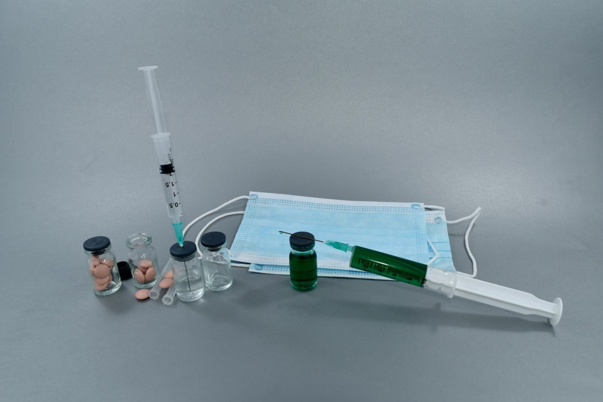 antibiotic, antigen, face mask, injection, plasma, respiratory tract, science, instrument, still life, syringe