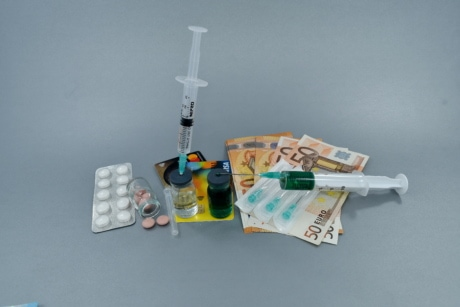 commerce, coronavirus, cure, diagnosis, drugs, economy, vaccine, syringe, medicine, still life