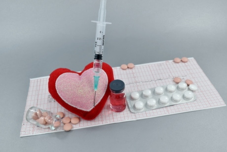 anticoagulant, coronary disease, coronavirus, cure, heart, heart attack, heartbeat, medical care, prevention, vaccine