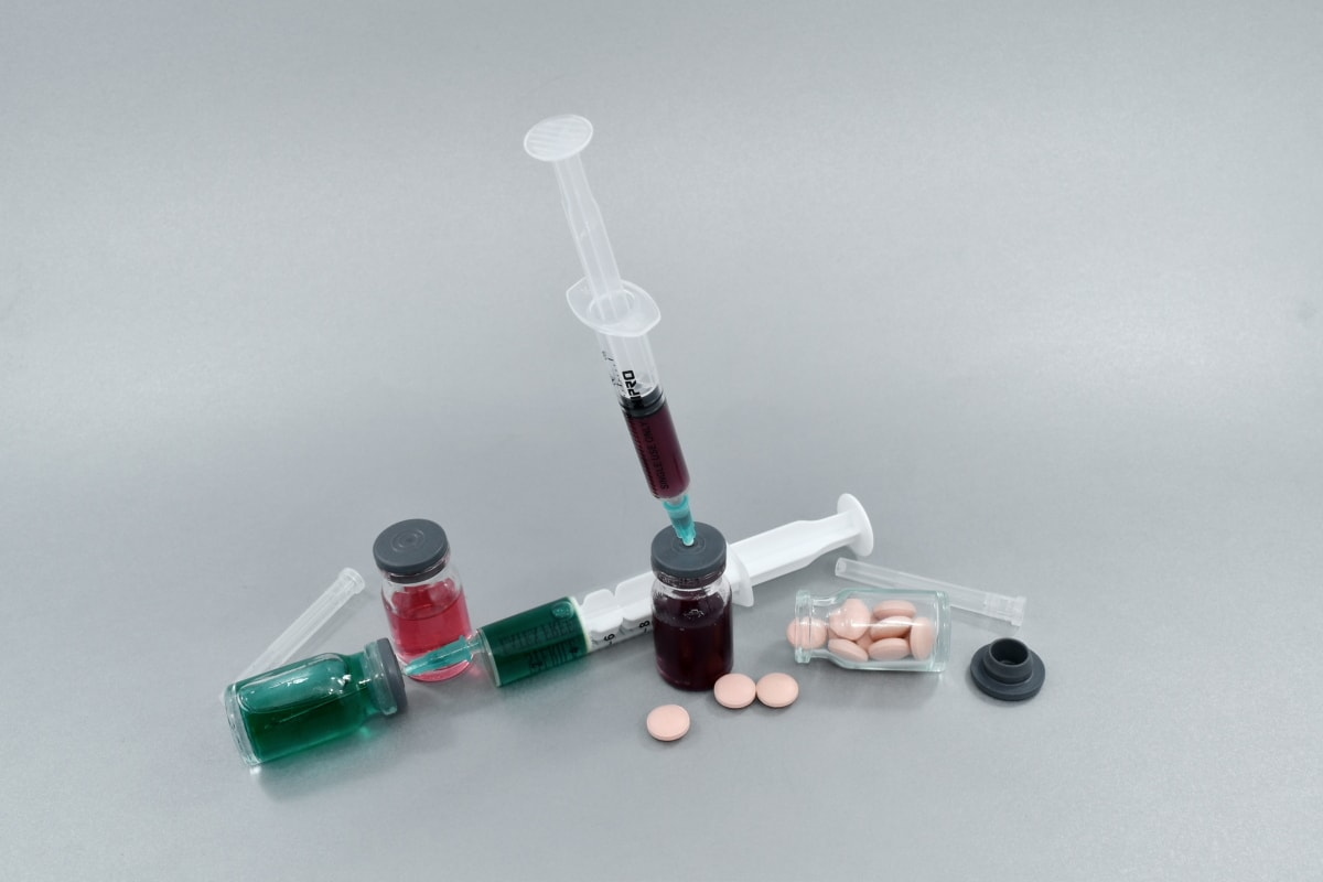 blood agar, medical care, pills, scientific research, science, medicine, syringe, still life, healthcare, medicines