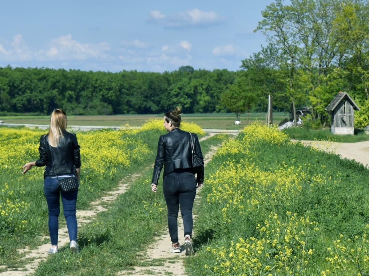 селско стопанство, крайградски, селска къща, мода, приятелство, приятелка, естествоизпитател, релаксираща, селски, ходене