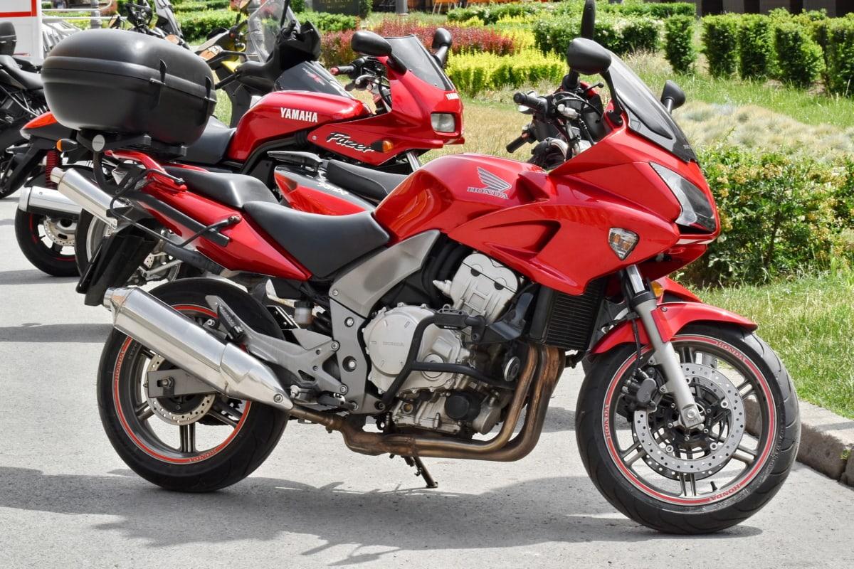 металлик, мотоцикл, мотоцикл, охраняемая автостоянка, красный, Yamaha, двигатель, сиденья, транспортное средство, скорость