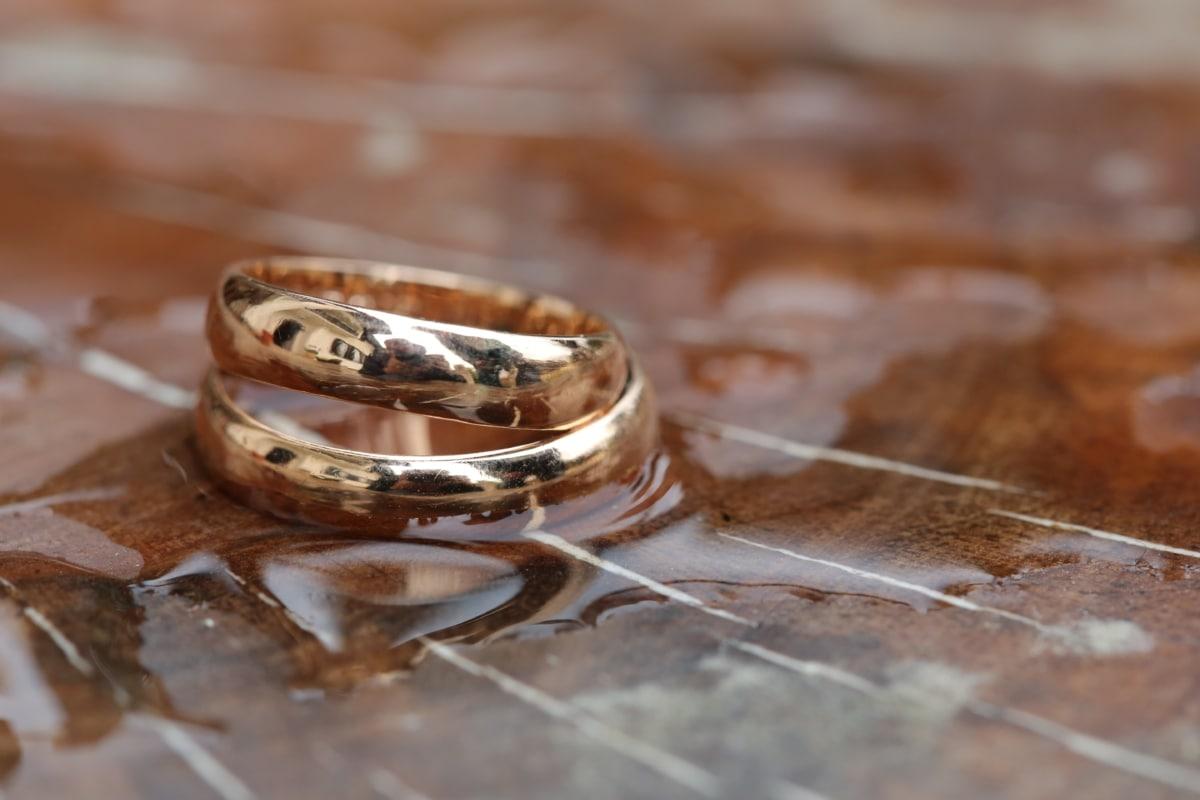 ouro, brilho dourado, metal, reflexão, anéis, anel de casamento, molhado, marrom, detail, feito à mão