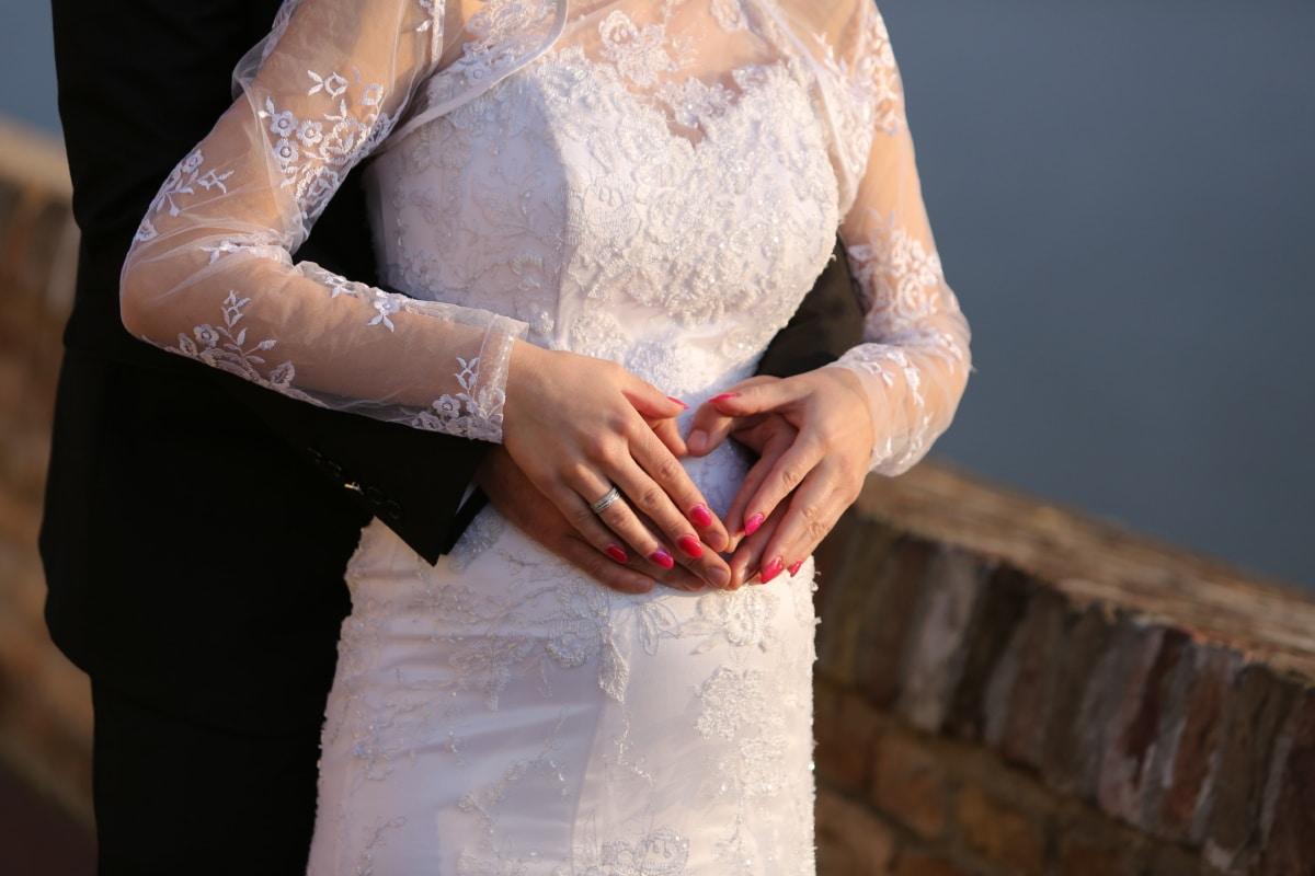 Vestido, manos, corazón, traje, juntos, boda, anillo de bodas, novia, mujer, novio