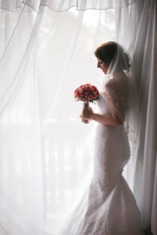 la mariée, rideau, visage, bonheur, joli, souriant, lumière du soleil, jeune femme, mariage, robe