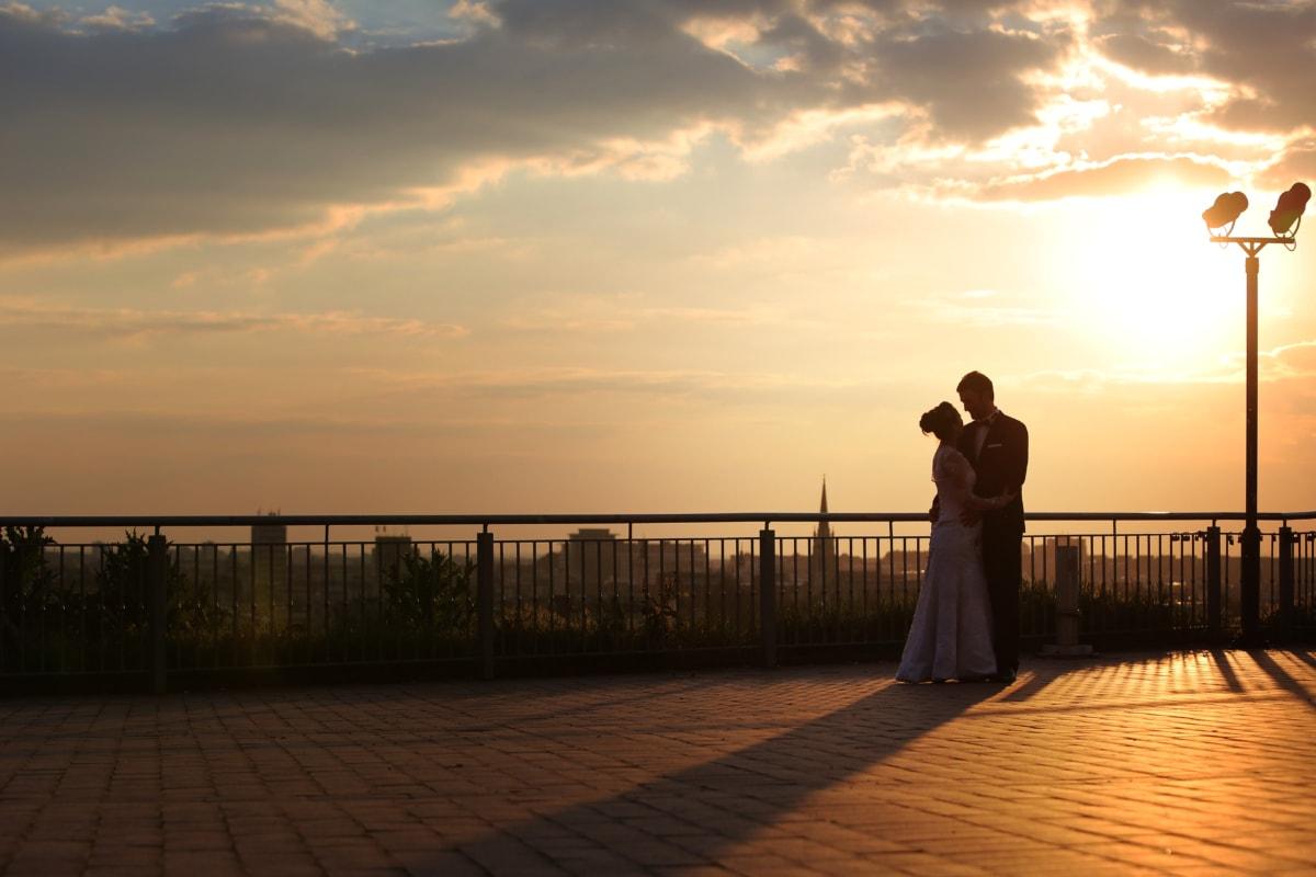 cô dâu, hàng rào, chú rể, Yêu, Cô bé xinh đẹp, phản xạ, bóng tối, hoàng hôn, Bình minh, mặt trời