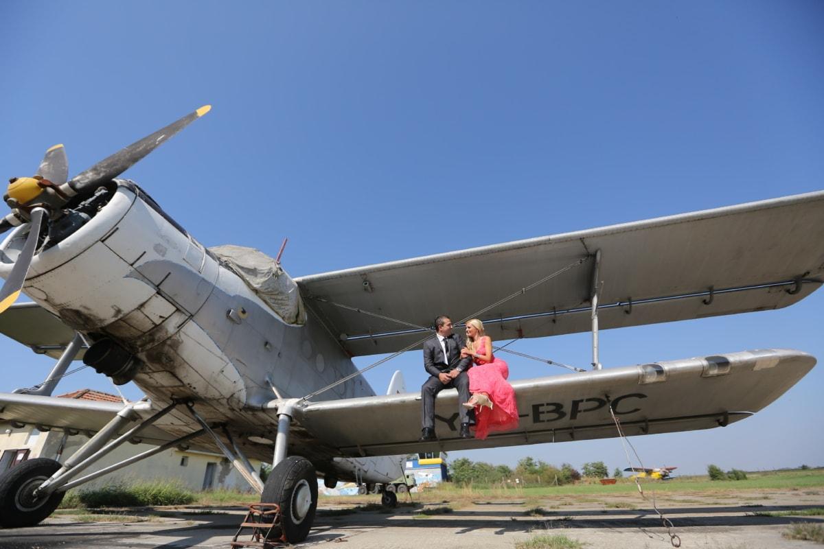 เครื่องบิน, เครื่องยนต์เครื่องบิน, ความรัก, คน, โรแมนติก, นั่งเล่น, ปีก, ผู้หญิง, เครื่องบิน, เครื่องบิน
