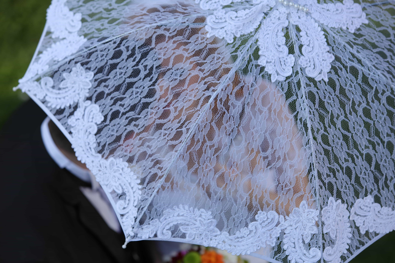 Kristina Dragomirin valkoinen naamio hattu