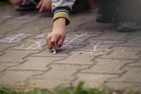 hand, pavement, drawing chalk, street, child, urban, road, graffiti, girl, city
