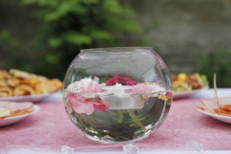 bowl, decoration, lunch, roses, snack, tablecloth, vase, glass, nature, leaf