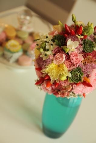 花束, カラフルです, ダイニング エリア, 室内装飾, インテリア デザイン, 花瓶, 装飾, 配置, 花, 葉