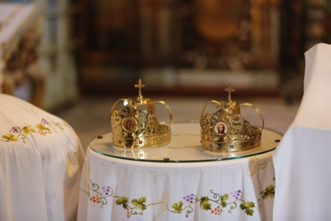 ceremony, christianity, church, crown, culture, event, golden glow, heritage, object, religion