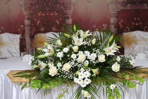 พื้นที่รับประทานอาหาร, ห้องอาหารกลางวัน, หรูหรา, ร้านอาหาร, ตกแต่ง, จัดเรียง, ออกแบบภายใน, ช่อดอกไม้, ดอกไม้, ดอกไม้
