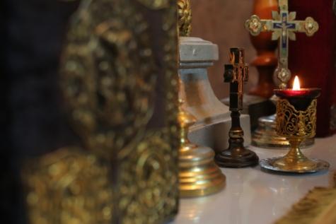Kerze, Candle-Light, Kerzen, Christus, Christentum, aus nächster Nähe, Kreuz, Gold, goldener Schein, Innenraum