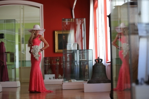 dress, elegance, fashion, fine arts, glamour, hat, museum, pretty girl, boutique, indoors