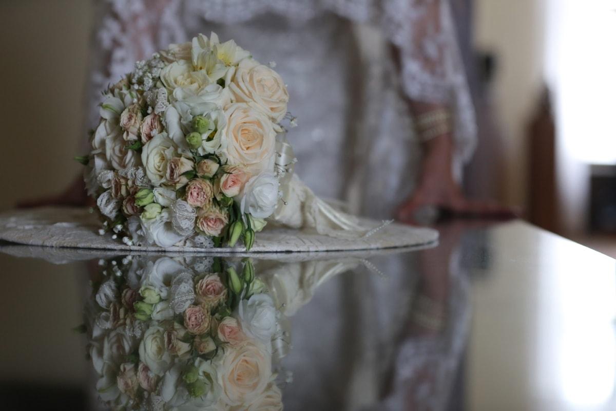 bukiet, Panna Młoda, sukienka, meble, przepych, luksusowe, odbicie, spódnica, ślub, kwiaty
