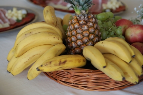 banana, dining area, lunchroom, pineapple, tablecloth, wicker basket, fruit, food, produce, fresh
