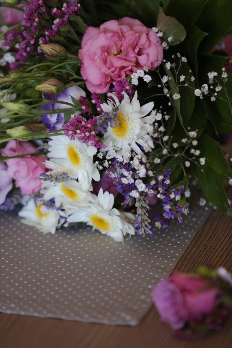 bouquet, desk, roses, yarrow, decoration, pink, flowers, flower, arrangement, plant