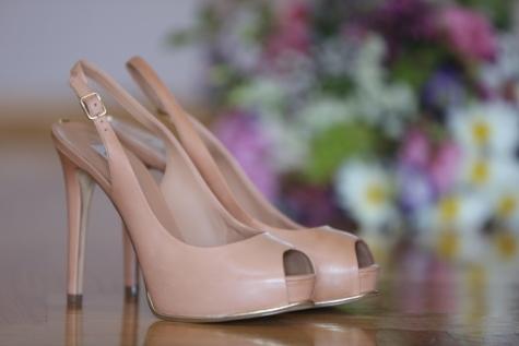 close-up, elegance, heels, leather, pastel, sandal, shoes, wedding bouquet, clog, shoe