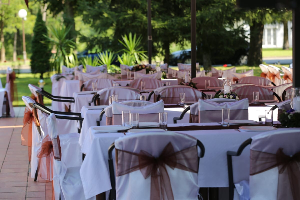 chairs, dining area, luxury, tablecloth, table, restaurant, dining, chair, hotel, outdoors