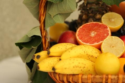 banana, レモン, オレンジの皮, パイナップル, 籐のバスケット, フルーツ, 柑橘類, オレンジ, 林檎, 健康的です