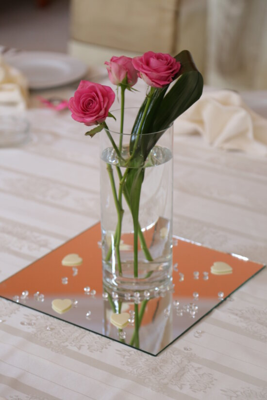 dining area, drinking water, roses, tablecloth, tableware, vase, container, glass, bouquet, wedding