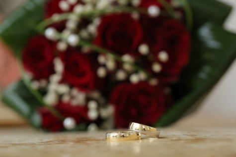 gold, golden glow, reflection, ring, wedding bouquet, wedding ring, flower, wedding, decoration, still life