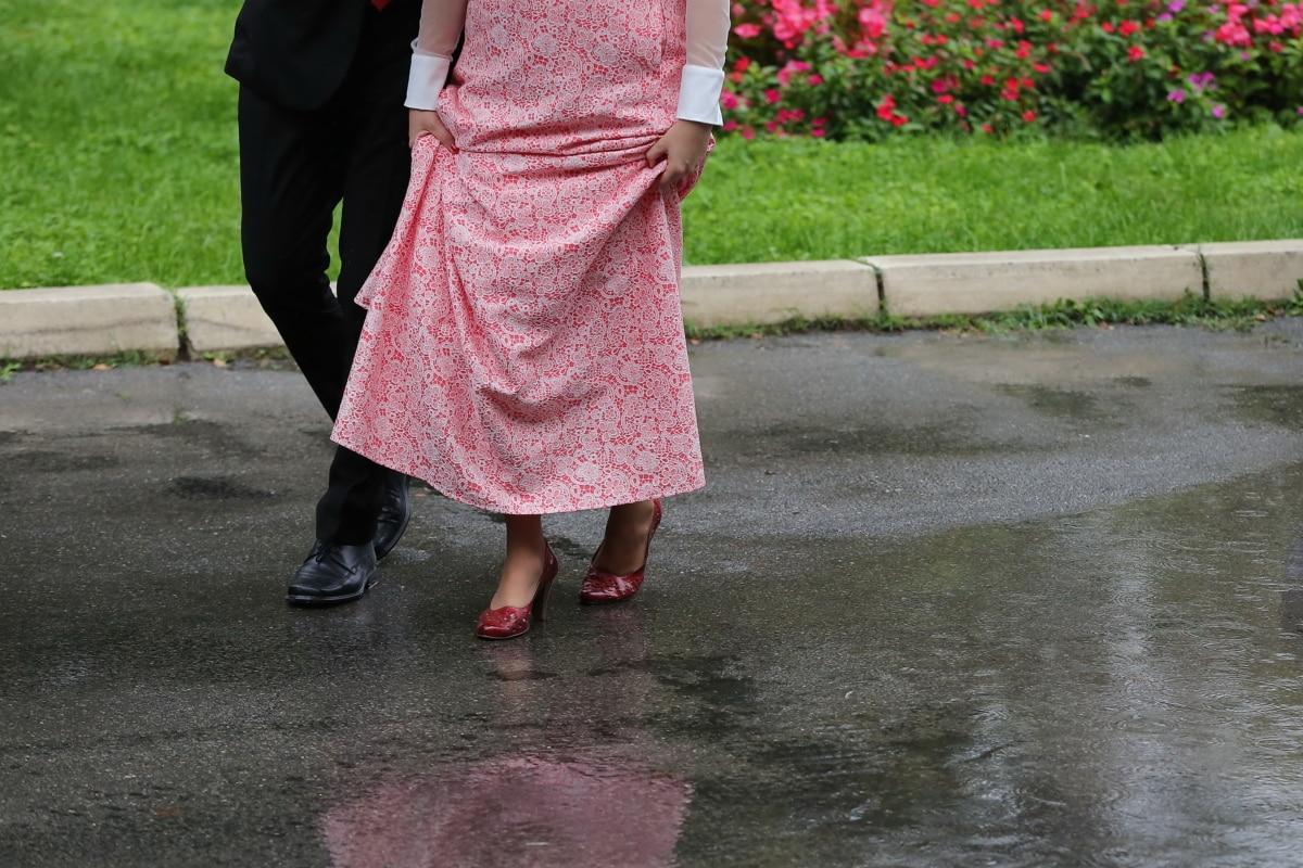 dress, man, people, rain, shoes, suit, walking, wet, woman, portrait