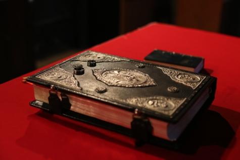 kniha, byzantské, vázaná kniha, ornament, náboženství, rituál, spiritualita, snubní prsten, kůže, bižuterie