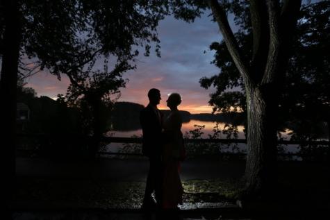 การแต่งกาย, กอด, เลคไซด์, คน, คืน, สาวสวย, เงา, มุมมองด้านข้าง, พระอาทิตย์ตก, ต้นไม้