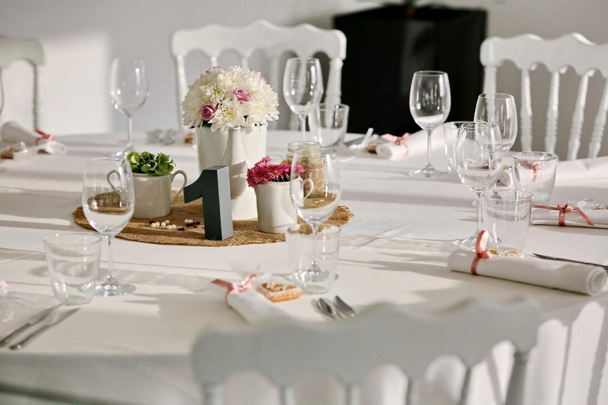chaises, coutellerie, salle à manger, élégance, fantaisie, verre, décoration d'intérieur, salle à manger, restaurant, nature morte