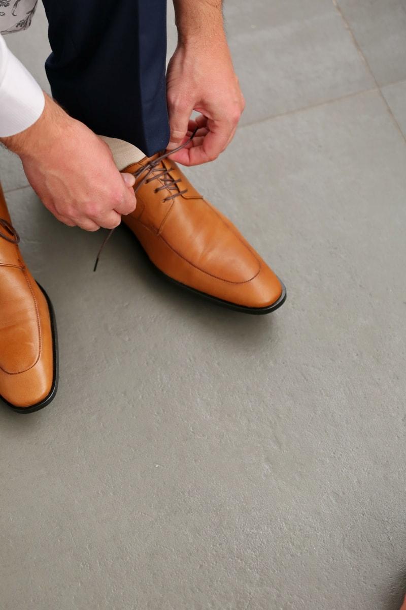 biznesmen, elegancja, mody, Obuwie, ręce, Skóra, styl życia, Spodnie, Sznurowadło, buty