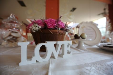 їдальні, Брунька квітки, Кохання, знак, скатертини, Посуд, текст, плетені кошики, в приміщенні, дизайн інтер'єру