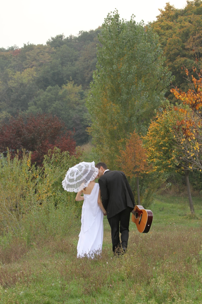 сільській місцевості, гітара, гітарист, Піші прогулянки, сільських, Парасолька, весілля, весільна сукня, фермер, природа