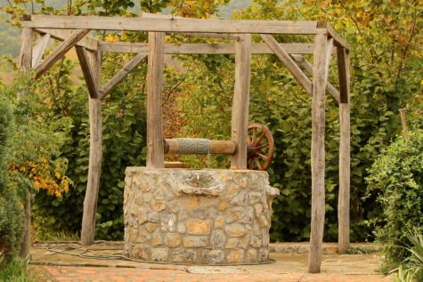 handmade, rural, village, well, wheel, wood, garden, nature, leaf, flower