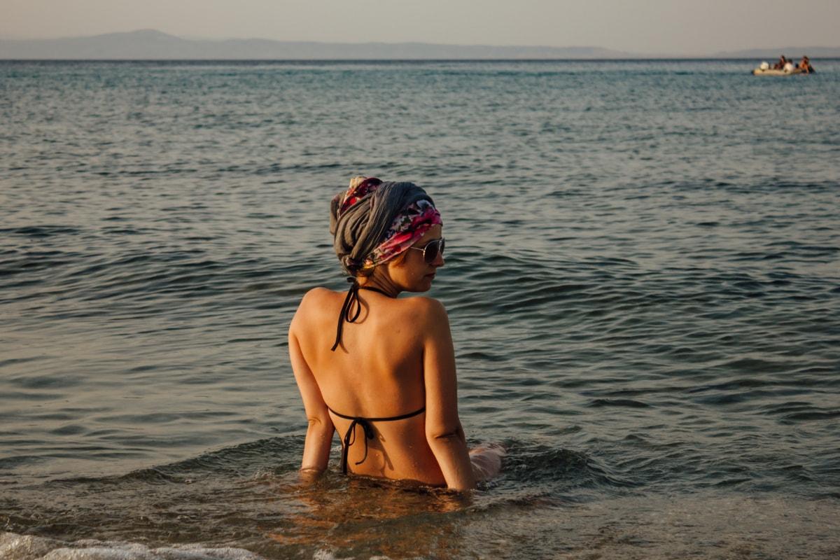 화려한, 예쁜 소녀, 수영복, 바다, 옷, 휴식, 즐거움, 선글라스, 수영, 여름