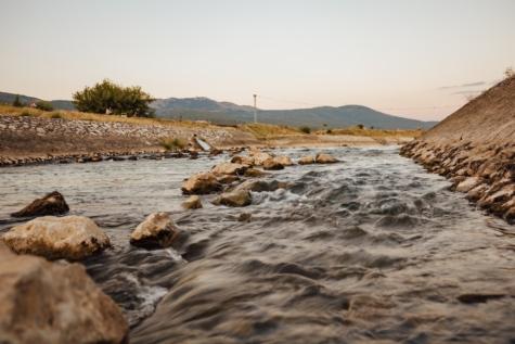 koryto rzeki, Brzeg rzeki, fala wody, skalista rzeka, Mierzei, krajobraz, wody, linii brzegowej, Rzeka, Brzeg