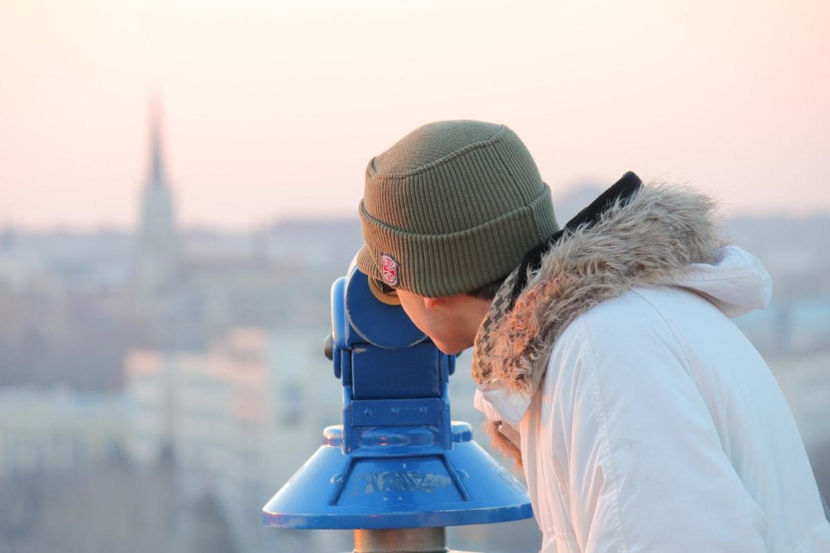 Panoráma mesta, ďalekohľad, turistické, žena, zimné, vonku, príroda, voda, chladný, mesto