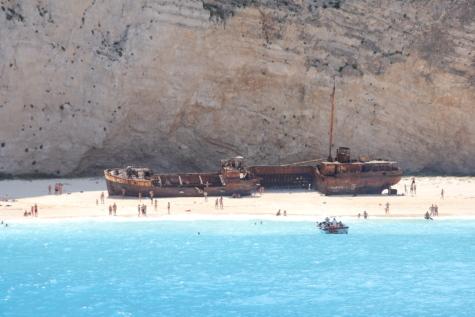 เรืออับปาง, สถานที่ท่องเที่ยว, ถูกทอดทิ้ง, เกิดสนิม, คน, ชายหาด, ก่อวินาศกรรม, ทำงานด้วยตนเอง, น้ำ, จัดส่ง