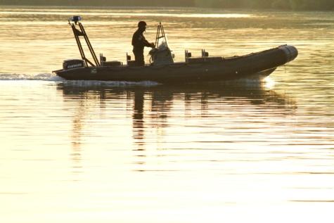 polícia, hliadkové lode, pohraničná hliadka, hliadka, vojenské, západ slnka, rybár, oceán, jazero, pláž