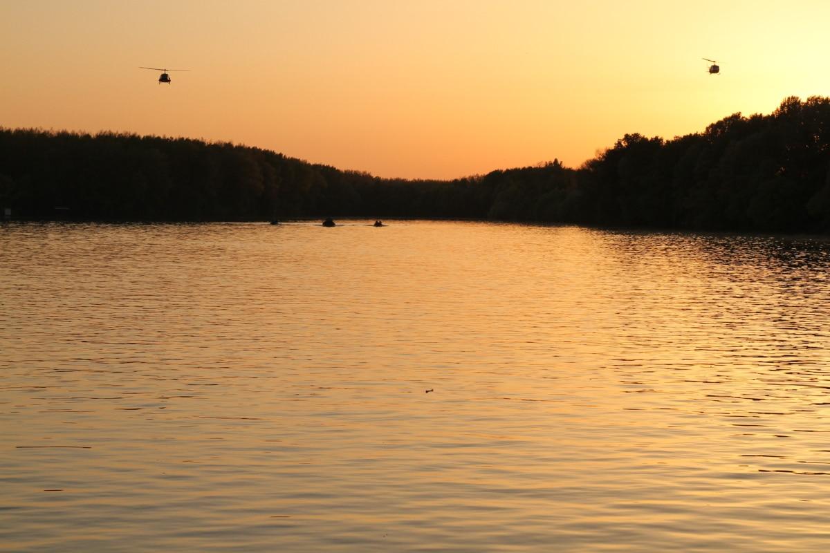 川のボート, サンセット, ヘリコプター, 川岸, 夜明け, 反射, 盆地, ランドス ケープ, 湖, 水