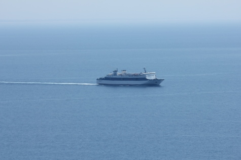 cruise ship, distance, horizon, ocean, sea, water, boat, ship, tugboat, device