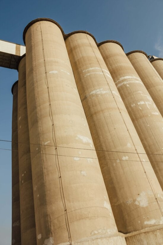 silo, bedrock, perspective, tall, containers, round, architecture, building, column, outdoors
