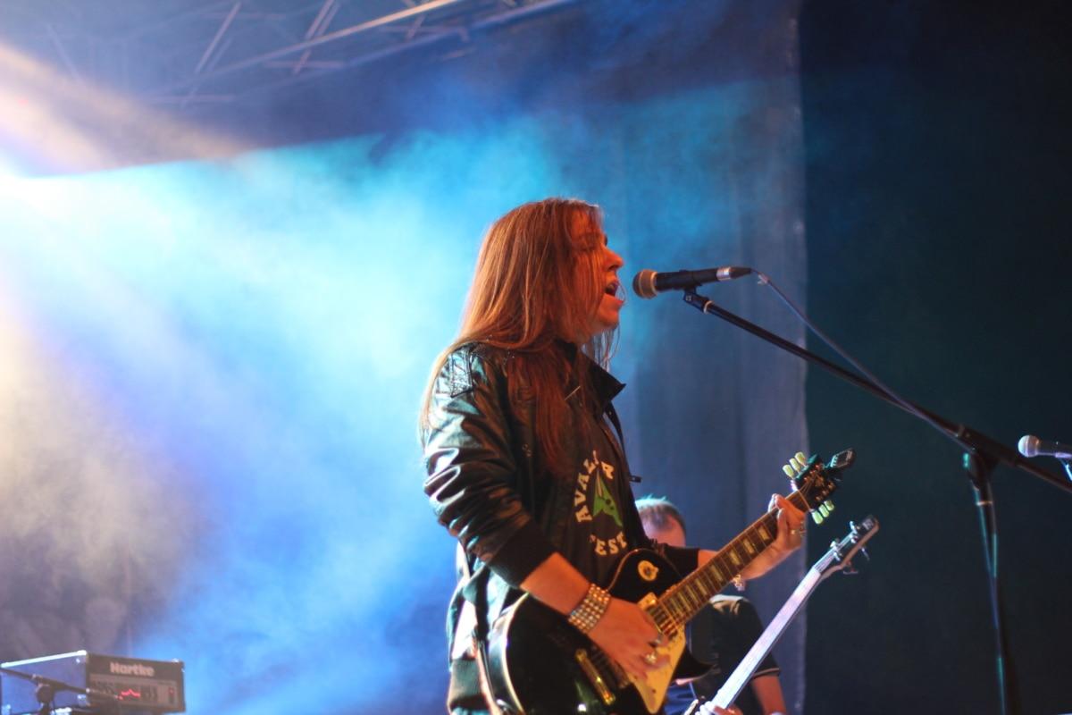 metallic, microphone, guitarist, singing, musician, song, concert, music, performance, singer