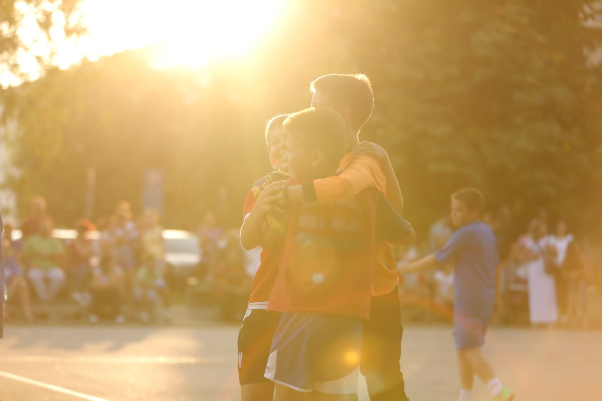 firande, lycka, vinna, team, seger, idrott, kramas, kram, papper, barn