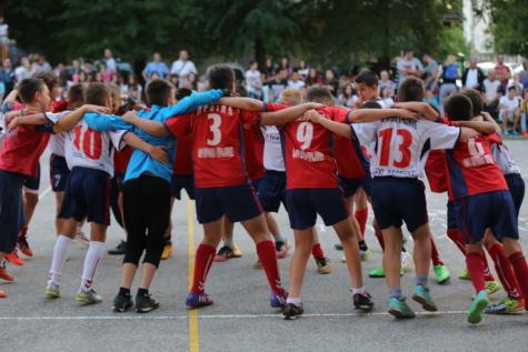 ทีม, กอด, เต้นรำ, เฉลิมฉลอง, ชัยชนะ, นักกีฬา, กีฬา, การแข่งขัน, ฟุตบอล, คน