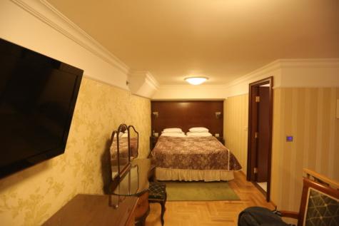 kussen, spiegel, slaapkamer, bed, binnenshuis, lamp, meubilair, interieur design, huis, kamer